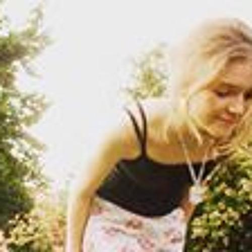 Lourdes Bruno's avatar
