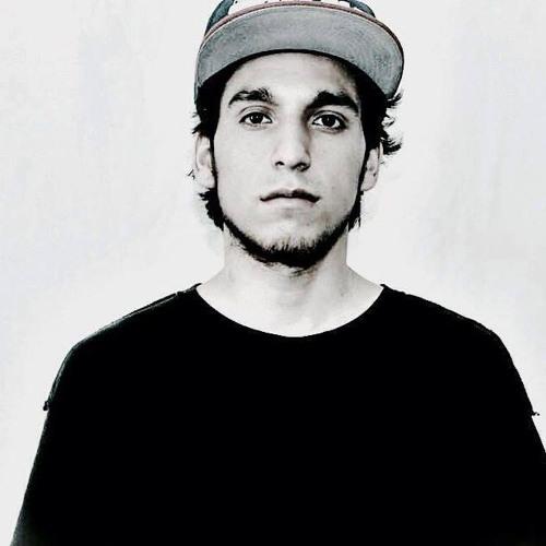 Luis Guevara's avatar