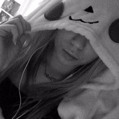 Molly (^-^)'s avatar