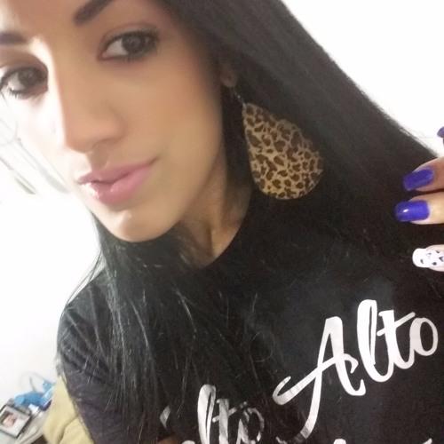 Juliane Macedo's avatar