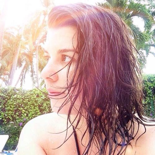 Mari Moura's avatar