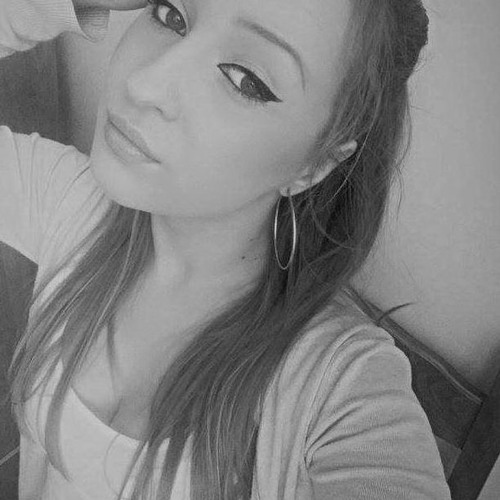 Bia Mihaella's avatar