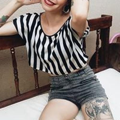 Luana Oliveira's avatar