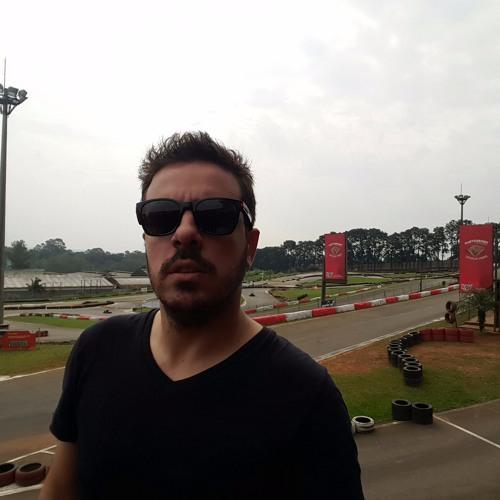 Claudio Pelucio's avatar