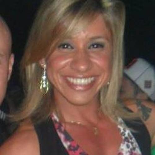 Taty Leona's avatar