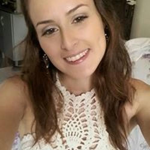 Larissa Pereira's avatar
