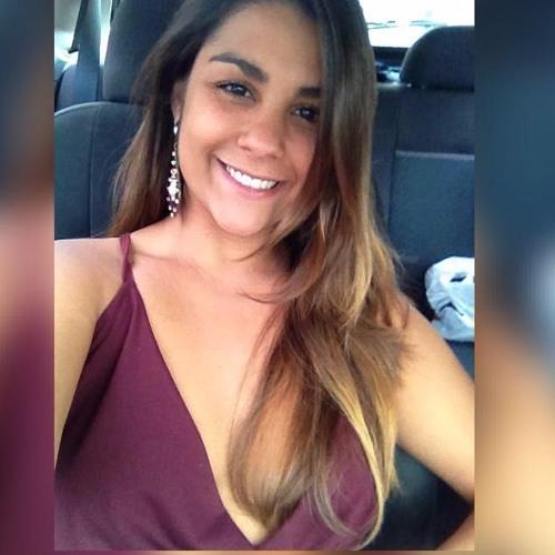 Lia Santos's avatar