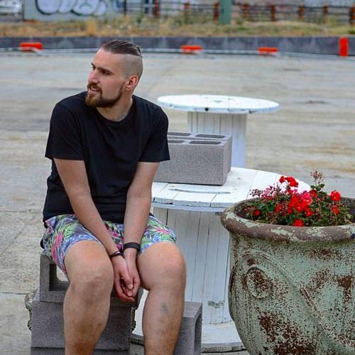 Tom Budahazy's avatar
