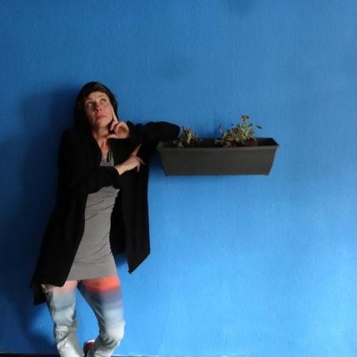 Julia Go's avatar