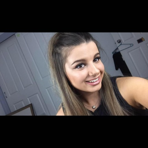LauraChakir's avatar
