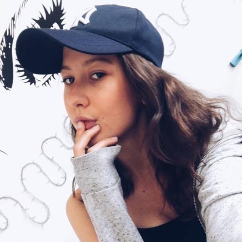 Izzie Hahn's avatar