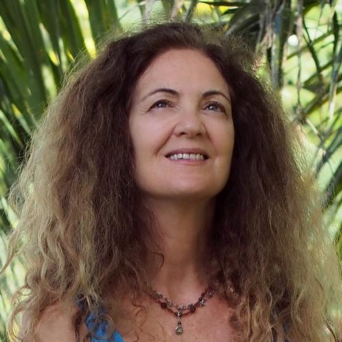 Yvette Om's avatar