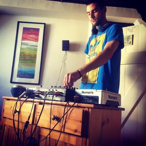PARANOIZℰ DJ's avatar