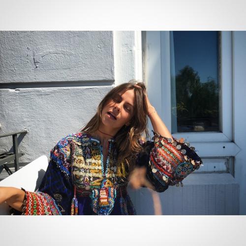 Lili Holiday's avatar