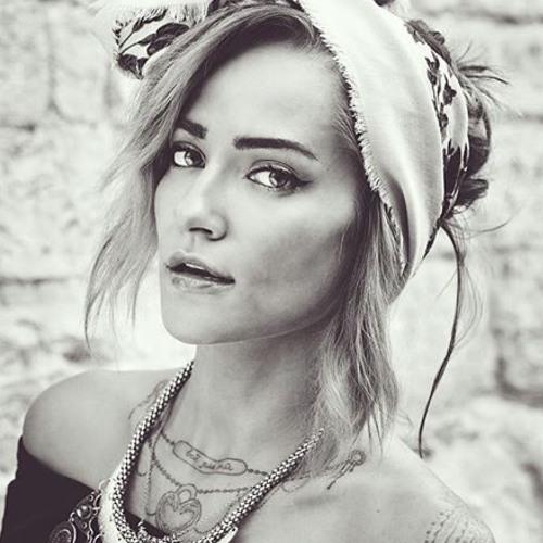 Angelina Roz's avatar