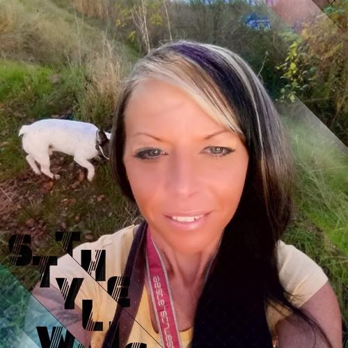 Annika U Chris's avatar