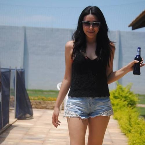Paola Lobato's avatar