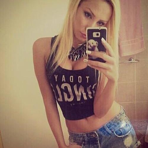 Roxy White's avatar