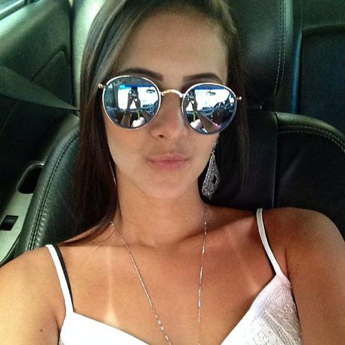 Lhara Barbosa's avatar