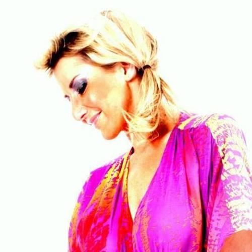 Monique Azur's avatar