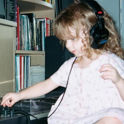 Alison Lazaro Jones's avatar
