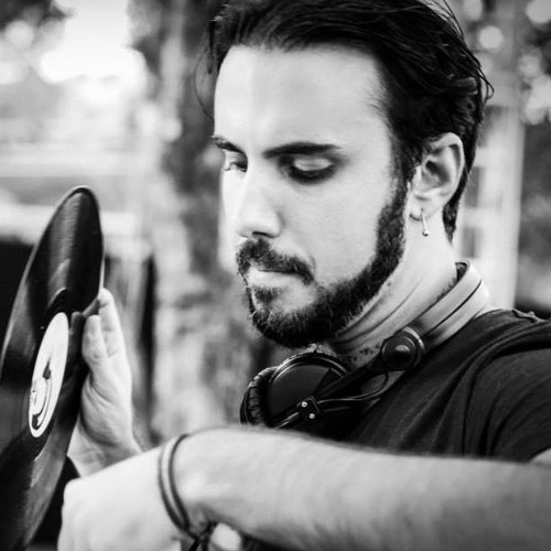Vitor Munhoz's avatar