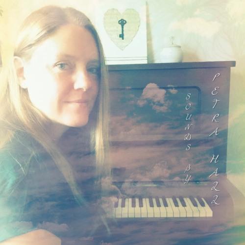 PetraHall's avatar