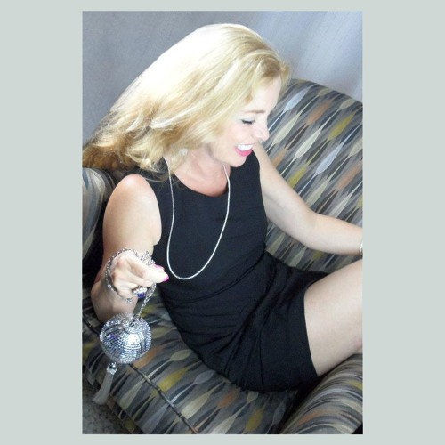 Mona Lidji Fishman's avatar