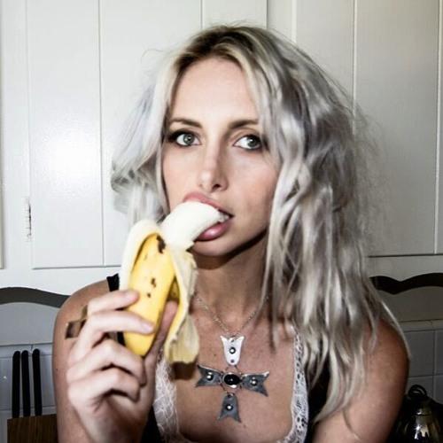 shae b.'s avatar