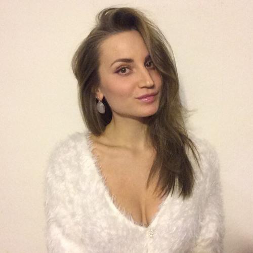 Karina Cortes's avatar