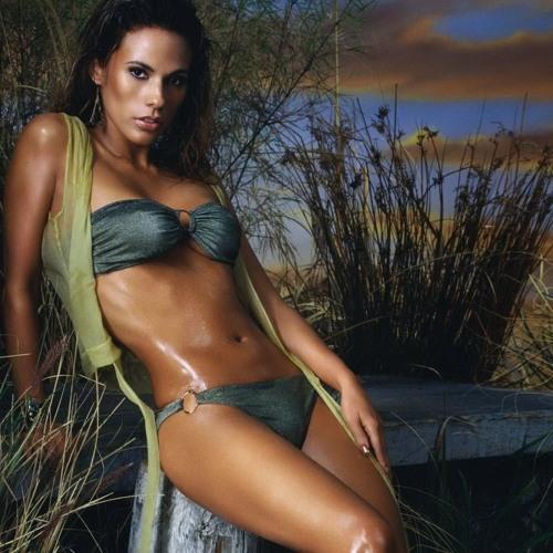 Emily Reyes's avatar