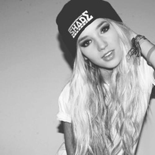 lisbeth cecelia carr3's avatar