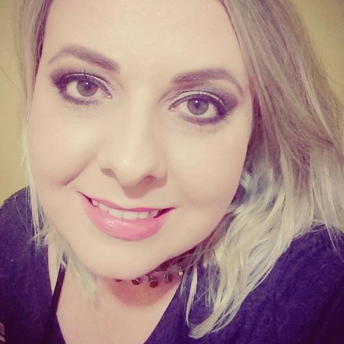 Larissa Evelyn RM's avatar