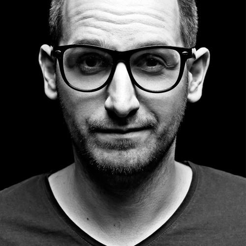 Dan Domino's avatar