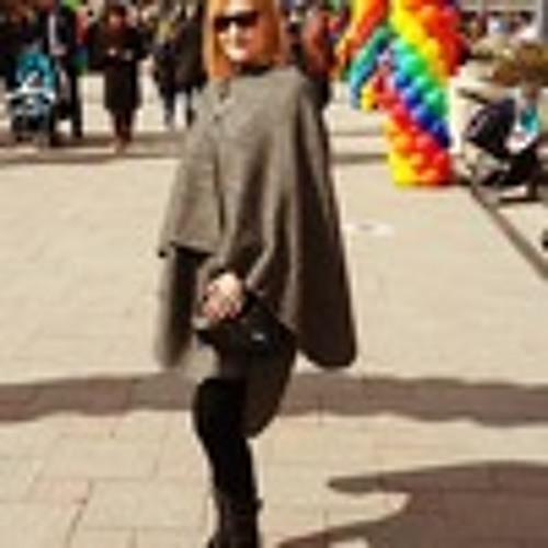 Holly Harrison's avatar