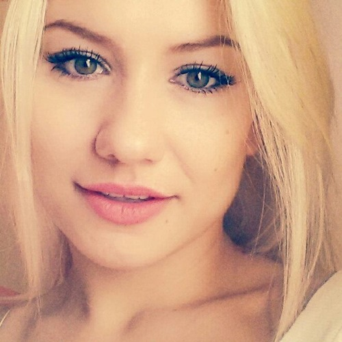 Angelina W's avatar