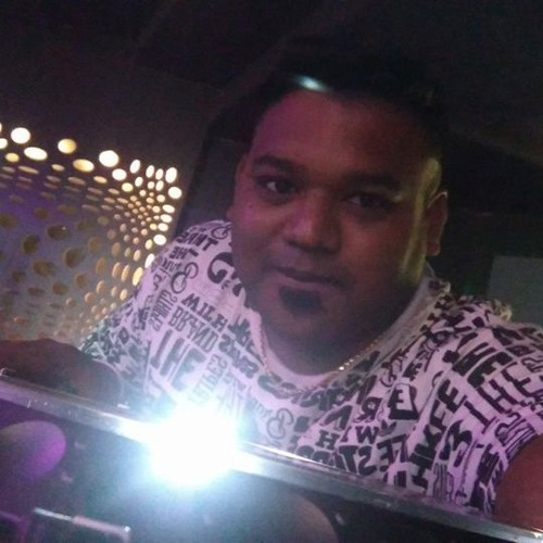 DJ TOSH's avatar