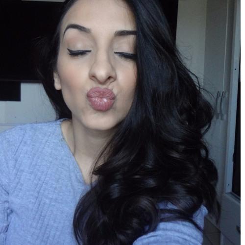Priscila Santos's avatar