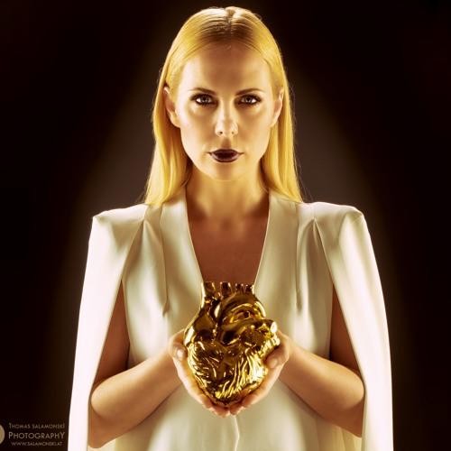 Victoria Benesch Official's avatar
