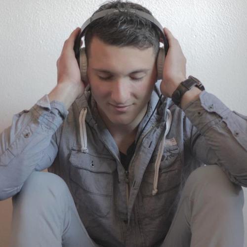 -Alexton-'s avatar