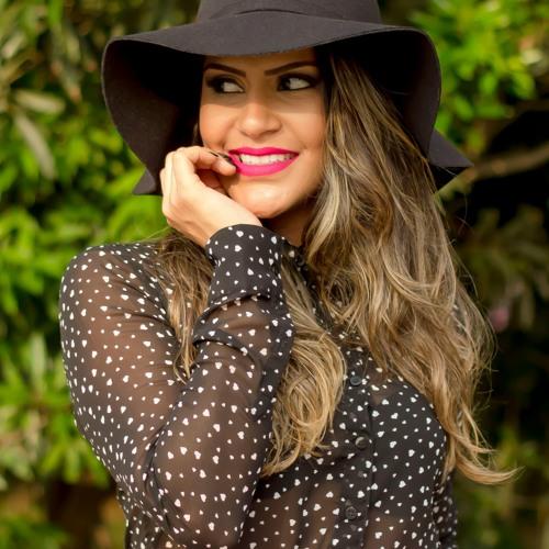 Mônica Soares's avatar