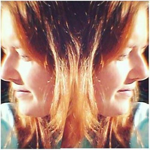 Polly Love's avatar