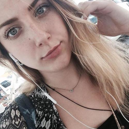 Mia Esparza's avatar
