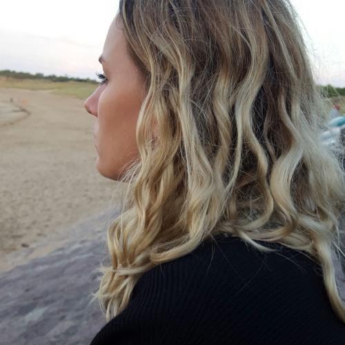 Mona Blum's avatar