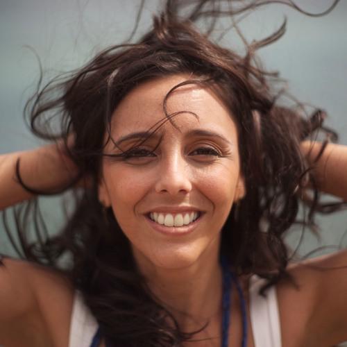 Aline  Paes's avatar