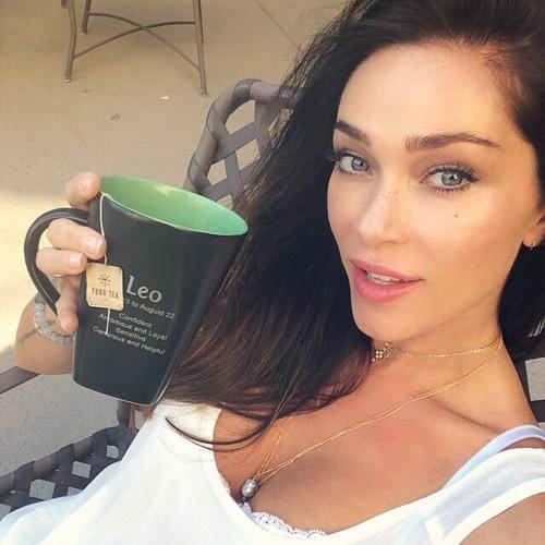 Courtney Gould's avatar