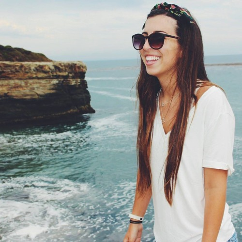 Mia Strong's avatar