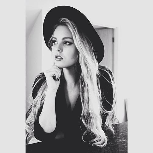 Amanda Sloan's avatar