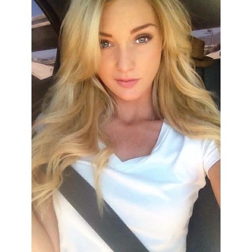 Angelica Arias's avatar