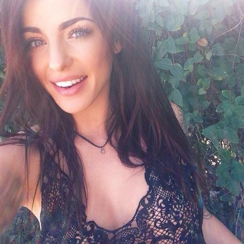 Mia Roberson's avatar